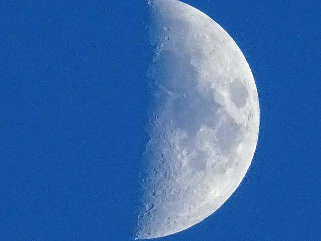Has visto la Luna a plena luz del día? Aquí la razón | America Noticias